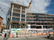 Imatge bloc de pisos en construcció